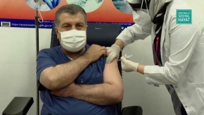 İlk Covid-19 aşısını Sağlık Bakanı Fahrettin Koca oldu!